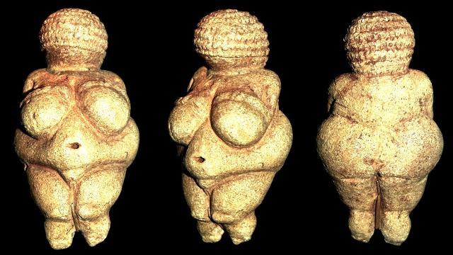 """La """"Venere di Willendorf"""" raffigurante la Dea genitrice promordiale, statuetta che risale al 30000 - 25000  a.C."""