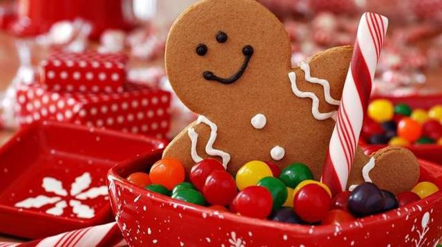 """Cosa non può mancare per rendere l'atmosfera più calorosa? In primis i dolci! Tradizionali oppure rivisitati secondo le tendenze del momento, poco importa, l'importante è che facciano """"Natale""""..."""