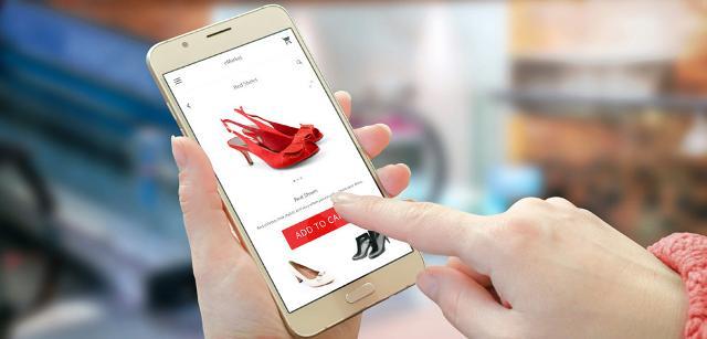 Le Calzature, articoli in pelle e da viaggio (valigie, borse, portafogli ...), con l'introduzione dell'E-commerce, spariscono per la prima volta dalla top ten...