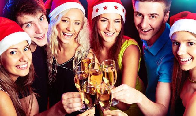 Il 68% degli italiani che parteciperanno alla feste natalizie aziendali, brinderanno direttamente in ufficio...