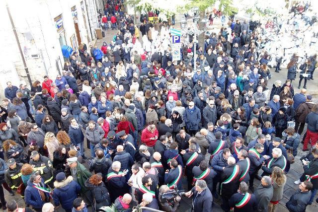 La festa spontanea a Piazza del Popolo all'annuncio della vittoria di Petralia Soprana quale Borgo dei Borghi 2018