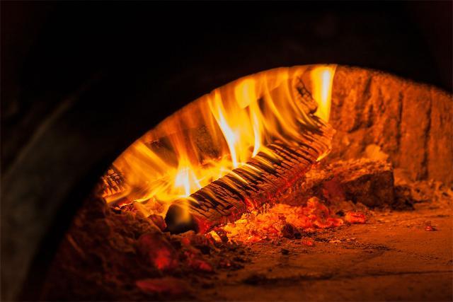 La cottura dello sfincione deve essere effettuata nel forno a legna