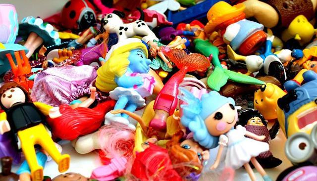 """Natale è tempo di regali e per i più piccini è tempo di giocattoli. Giocattoli nuovi che prenderanno il posto di quelli """"vecchi""""..."""