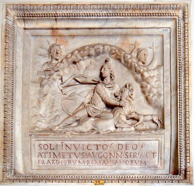 Mitra al centro e il Sol Invictus in alto a sinistra (Musei Vaticani) - ph Lalupa
