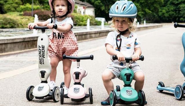 """Nuovi monopattini a 3 ruote con nuovi """"safety-pad"""" brevettati che li rendono perfetti anche per i bambini a partire da un anno di età."""