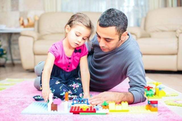 Regali di Natale per i bambini = giocattoli... Solo per bambini?