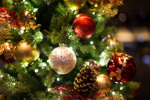 Il simbolismo dell'abete di Natale venne accolto dalla tradizione cristiana che lo collegò alla Croce di Gesù Cristo...