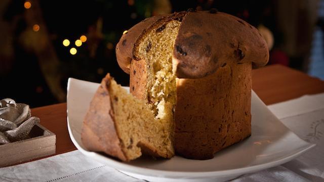 Un giorno decise di preparare un pandolce per lei, ma preso dalla passione, sbagliò la dose di lievito e torta crebbe a dismisura...
