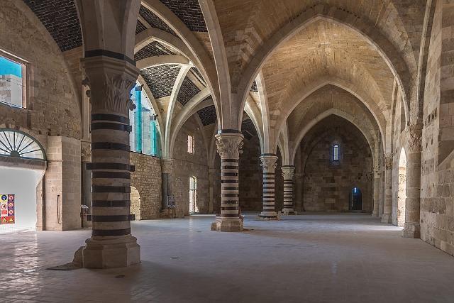 Il portico gotico del Castello Maniace con le volte a crociera (o a vela) - ph Rabax63