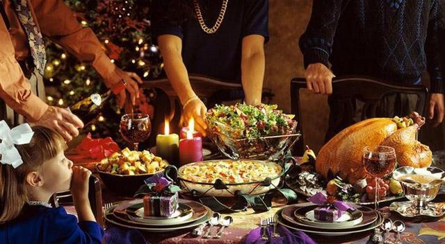 """Tra pranzi e cenoni delle feste, gli italiani hanno """"contratto"""" un aumento di peso fino a 2 chili per effetto di un consumo di circa 15 mila-20 mila chilocalorie..."""