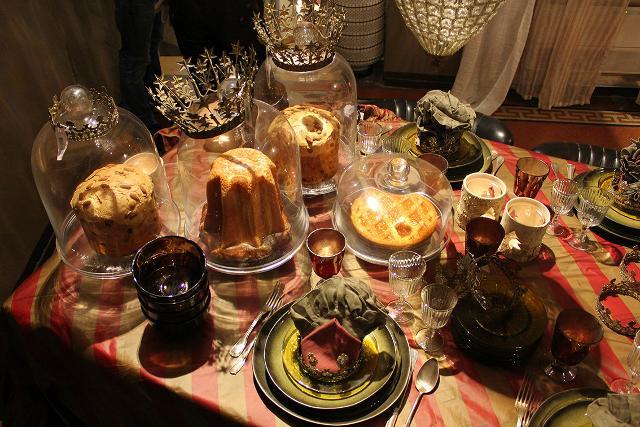 Un tipico pranzo di Natale italiano comprende: una scelta tra due antipasti, due primi, un secondo con contorno e almeno due dolci fatti in casa...