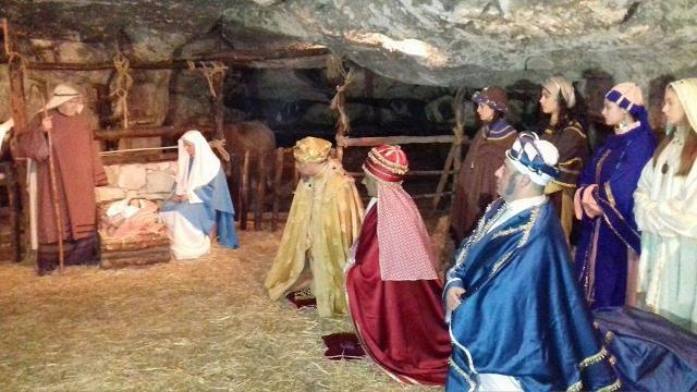 La Natività con i Re Magi. Scena dal Presepe vivente di Monterosso Almo