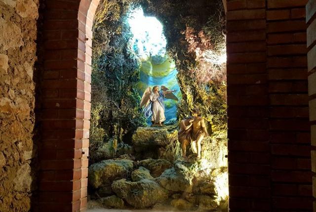 Scena del Presepe Monumentale nella cripta del Monastero dei Cappuccini a Caltagirone