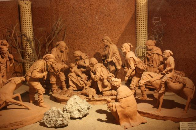 Presepe in terracotta esposto nel Museo del Presepe di Caltagirone