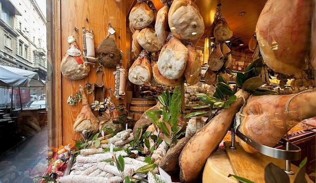 I regali sono la principale voce di spesa degli italiani e l'enogastronomia made in Italy la scelta prediletta