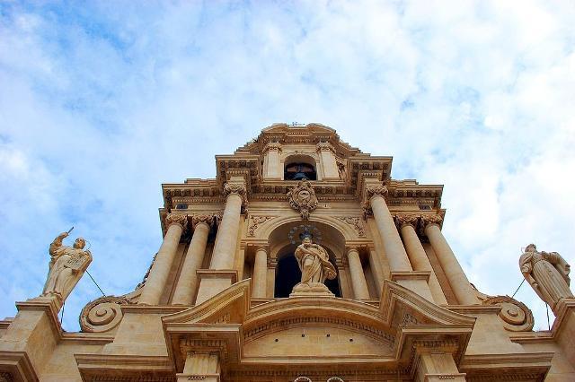 Dettaglio della facciata della Chiesa di San Bartolomeo a Scicli - ph Valentina De Santis