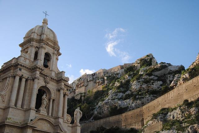 La cupola della Chiesa di San Bartolomeo a Scicli - ph GuglieApri