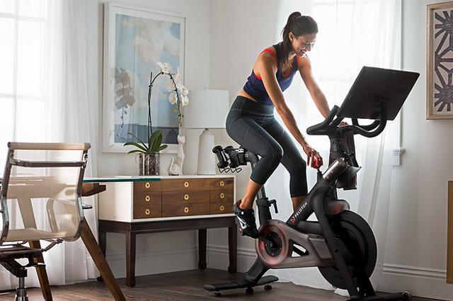 Con un bella pedalata sulla spinning bike si bruciano calorie, si potenziano i muscoli e si scaricano le tensioni mentali...