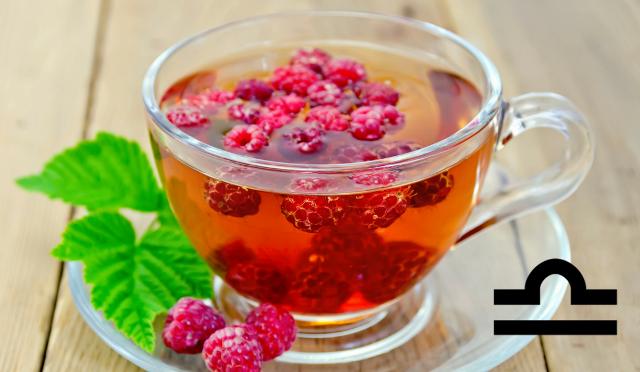 Ai nati sotto il segno della Bilancia si consiglia un tè bianco al lampone, leggero, delicato e rinfrescante