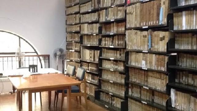 Alcuni scaffali della Biblioteca Linciniana di Termini Imerese