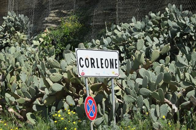 Entrata al paese di Corleone