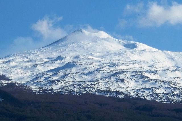 L'Etna visto dalle campagne di Randazzo - ph Pequod76