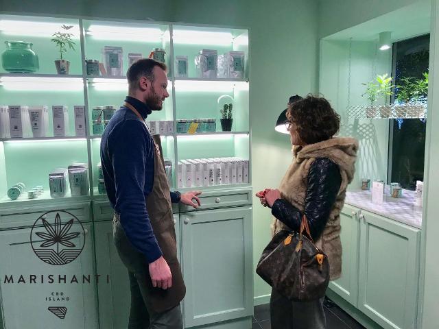 """Al secondo piano del concept store Marishanti, un grow-corner dimostrativo e un vero salotto di """"conversazione"""""""