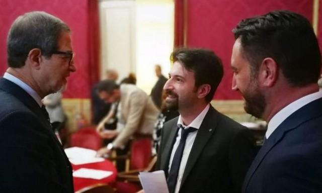 Il governatore siciliano, Nello Musumeci, il sottosegretario ai Trasporti Michele Dell'Orco e il deputato Ars del M5S Giancarlo Cancelleri