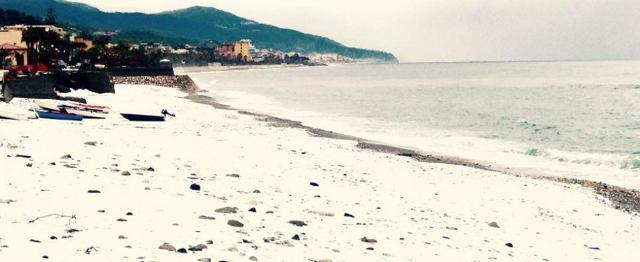 Nel fine settimana dell'Epifania, la neve è arrivata fino alle spiagge delle Isole Eolie