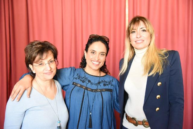Noa tra Donatella Sollima (dx) e Milena Mangalaviti (sx)