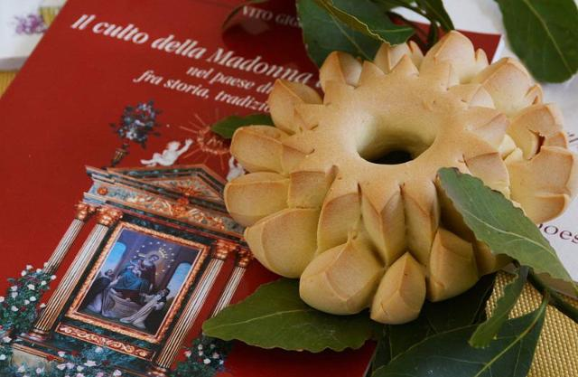 Il Cucciddatu di Carrozza viene utilizzato nella provincia trapanese per decorare i carri in occasione della festa della Madonna di Tagliavia