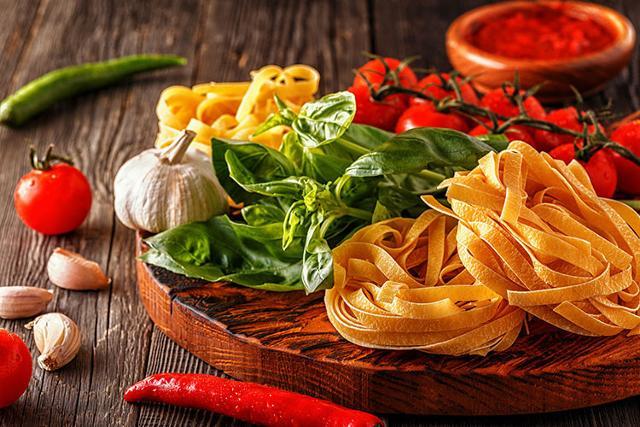 Alcuni degli alimenti imprescindibili della Dieta Mediterranea