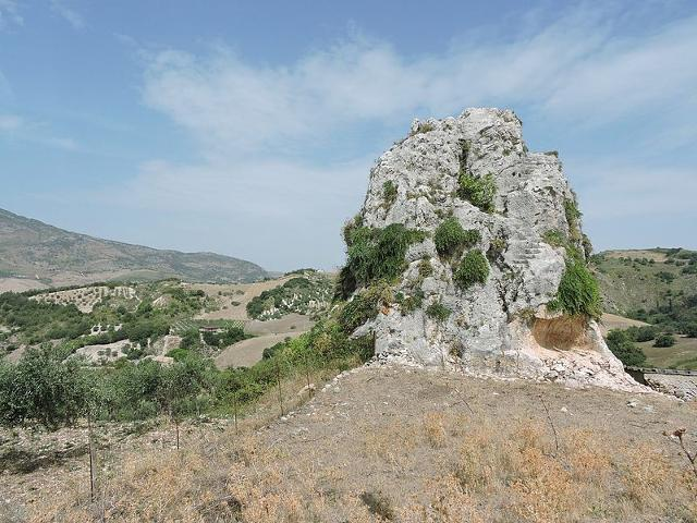 """La """"Pietra dei Saraceni"""", R.N.O. Monti di Palazzo Adriano e Valle del Sosio - ph Crazygabry89"""