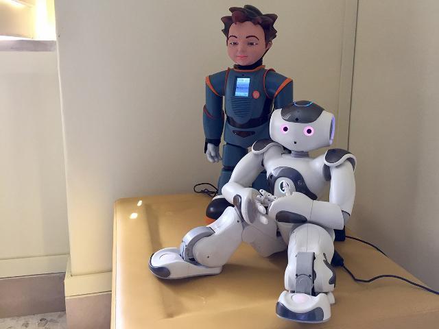 Zeno e Nao, i due robot del Behavior Labs di Daniele e Marco Lombardo