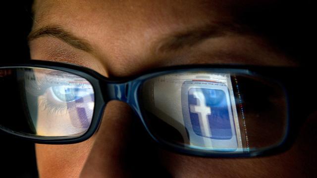 I social, entrati ormai nel quotidiano dei ragazzi, diventano spesso veicolo di messaggi pericolosi come l'uso di sostanze psicoattive o la diffusione di immagini e video di contenuto sessuale...