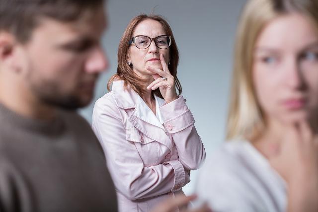 Secondo la ricerca di Sara Assicurazioni, la convivenza può essere messa a dura prova anche a causa dei rapporti con altri familiari...