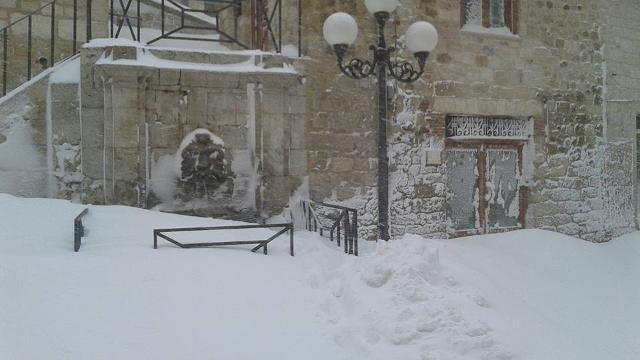 A Petralia Soprana, sulle Madonie, scuole chiuse per l'abbondante nevicata