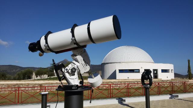 Un telescopio nella terrazza del Polo GAL Hassin