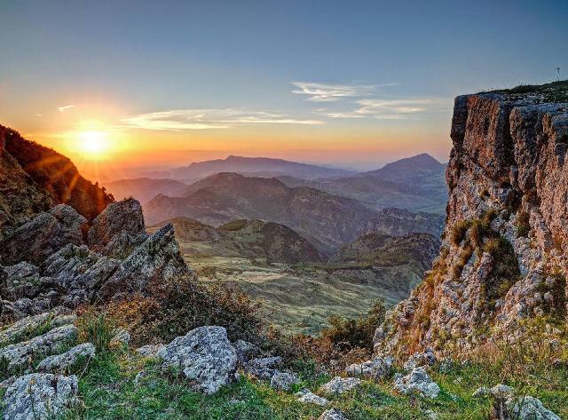 Tramonto sulla Valle del Sosio - ph turismo-news.com