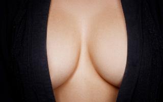 Chirurgia estetica, il 2019 è l'anno del ''seno ibrido''