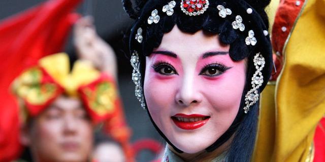 Durante la giornata dedicata al capodanno Cinese al Sicilia Outlet Village si terrà anche una sfilata di tradizionali abiti cinesi