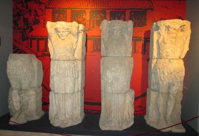 Le cariatidi del Tempio di Afrodite - ph Mario Scamardo