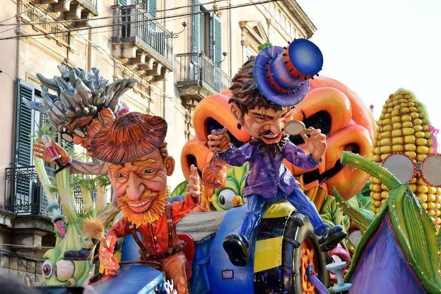La storia del Carnevale di Acireale, in provincia di Catania, affonda le radici nel 500...