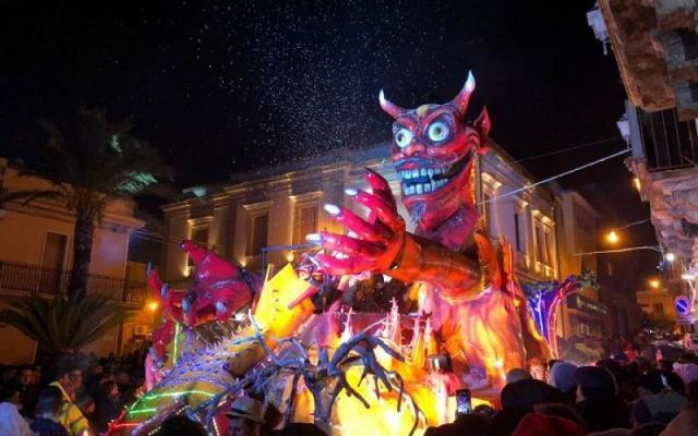 Carro allegorico del Carnevale di Chiaramonte Gulfi