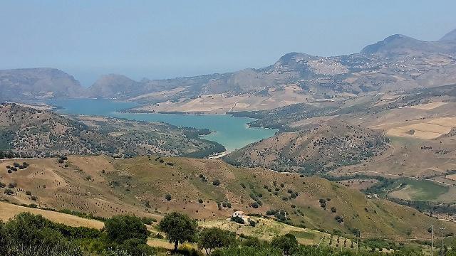 Ampia veduta del Lago Rosamarina - ph Rino Porrovecchio