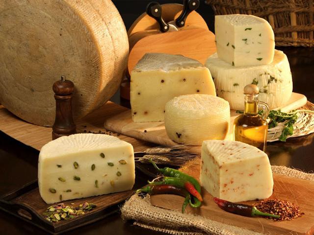 Esemplari di formaggi tipici siciliani