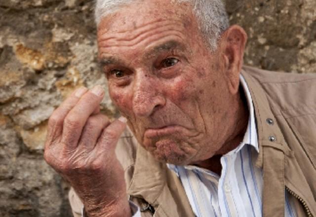 In Sicilia, oltre che con le parole, si comunica con le mani, con lo sguardo e con ogni singola parte del corpo!