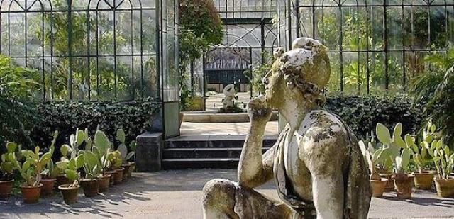 L'ingresso del Giardino d'inverno dell'Orto botanico di Palermo