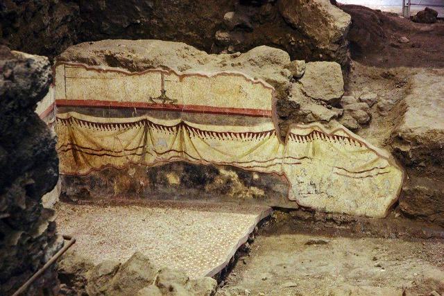 I resti della domus romana scoperti dentro il Monastero di San Benedetto