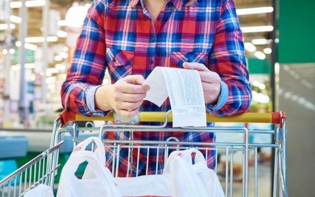 A gennaio rallenta la crescita dei prezzi per il cosiddetto carrello della spesa...